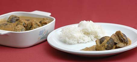 Stuffed Brinjal Curry (Bagare baingan, Nune vankaya Kura) with rice