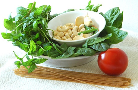 Basil, Spinach, Cashews, Green Chillies, Garlic, Tomato and Pasta