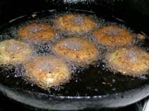 Alasanda Vadas deep frying in oil