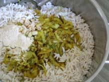 Mixing all the ingredients with soaked puffed rice