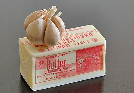 Garlic and butter for garlic-ghee