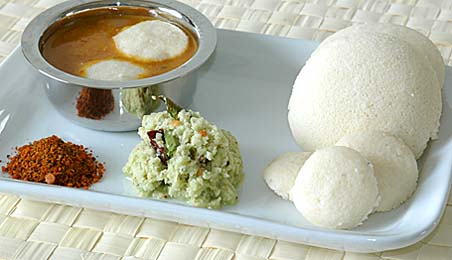 Idlies with coconut chutney, idli karam podi and shallot sambhar