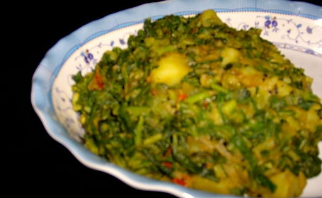 Cheera Urulakkizhangu Masala (Spinach and Potato) ~ from Seena of Simple and Delicious