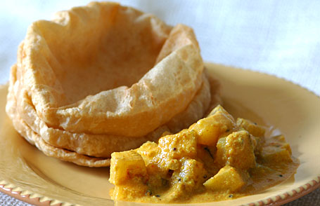 Mango sesame curry with puris