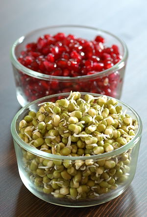 Moong sprouts, pomegranate kernels