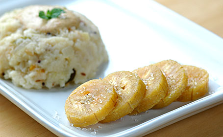 Semolina Upma with Peanut chutney and Sugar Coated Ripe Plantain Rounds
